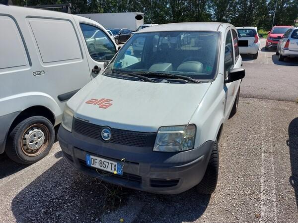 8#5479 Autocarro Fiat Panda