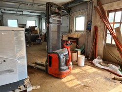 Linde electric pallet truck - Lot 19 (Auction 5493)
