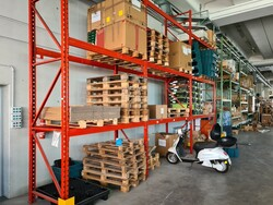 Nicoletti industrial shelving and work benches - Lot 0 (Auction 5516)