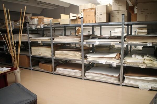 1#5518 Macchina da stampa automatica e risme di carta