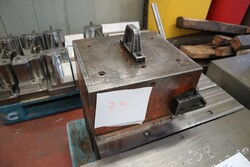 Lifting magnets - Lot 50 (Auction 5528)