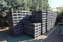 Baskets and plastic pallets - Lot 71 (Auction 5528)