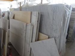 Roman travertine and arabescato slabs - Lot 325 (Auction 5538)