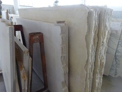 White carrara and white lasa marble slabs - Lot 332 (Auction 5538)