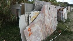 Rosa portogallo marble slabs and calcite - Lote 560 (Subasta 5538)