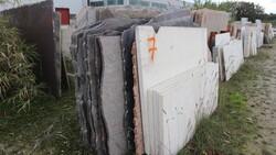 Rosso verona and paradiso bush marble slabs - Lote 561 (Subasta 5538)