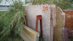 Teak wood and nero assoluto marble slabs - Lote 571 (Subasta 5538)