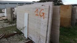 Golden yellow marble and walnut travertine slabs - Lote 575 (Subasta 5538)