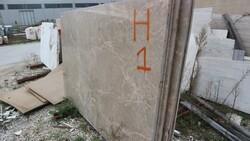 Bianco Carrara marble and Roman travertine slabs - Lote 580 (Subasta 5538)