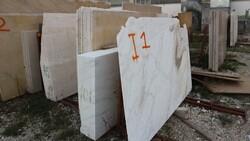 Navona and Botticino travertine slabs - Lote 583 (Subasta 5538)