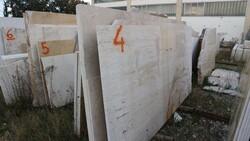 Breccia aurora and basaltina marble slabs - Lote 585 (Subasta 5538)