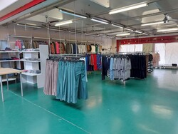 Clothing and office furniture - Lot 0 (Auction 5544)