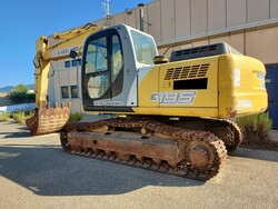 New Holland crawler excavator - Lot 24 (Auction 5562)