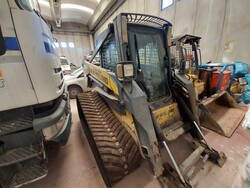 New Holland C185 mini crawler loader - Lot 8 (Auction 5562)