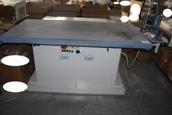Juki flat machine and Comel ironing press - Lote 23 (Subasta 5571)