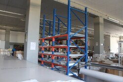Shelving and work tables - Lot 29 (Auction 5571)