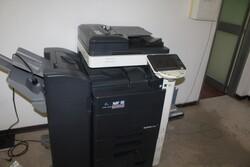 Arredamento ufficio e attrezzatura elettronica