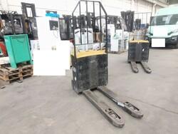 Caterpillar and Mitsubishi pallet trucks - Lot 0 (Auction 5585)