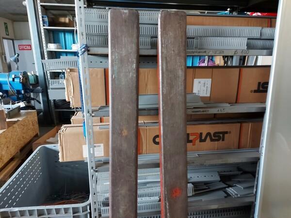 3#5598 Carrello elevatore con caricabatterie in vendita - foto 8