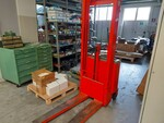 Top forklift and pallet truck - Lot 4 (Auction 5598)