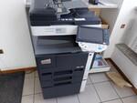 Immagine 10 - Arredi e attrezzature da ufficio - Lotto 6 (Asta 5598)