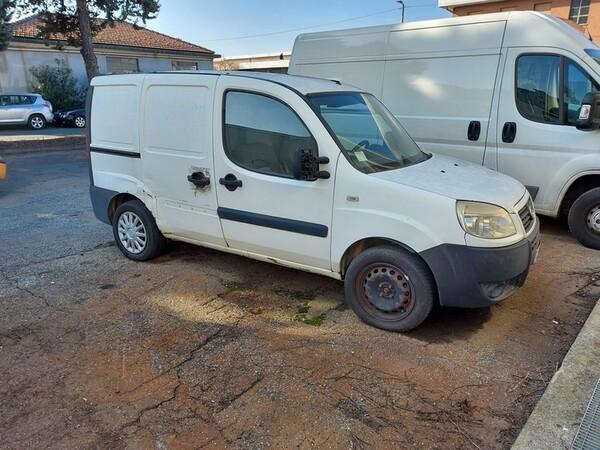1#5610 Autocarro Fiat Doblò e autovettura Volkswagen in vendita - foto 1