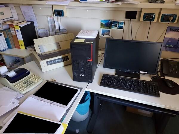 10#5611 Arredi e attrezzature elettroniche da ufficio in vendita - foto 50