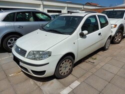 Fiat Punto car - Lot 8 (Auction 5611)