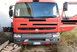 Autocarro Renault e mezzi di sollevamento interno