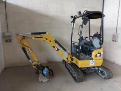 Cat mini excavator and Cangini hydraulic breaker - Lot 2 (Auction 5641)