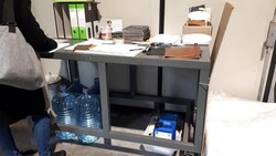 Office table - Lot 1 (Auction 5648)