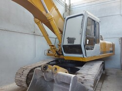 Fiat Hitachi excavator - Lot 11 (Auction 5665)