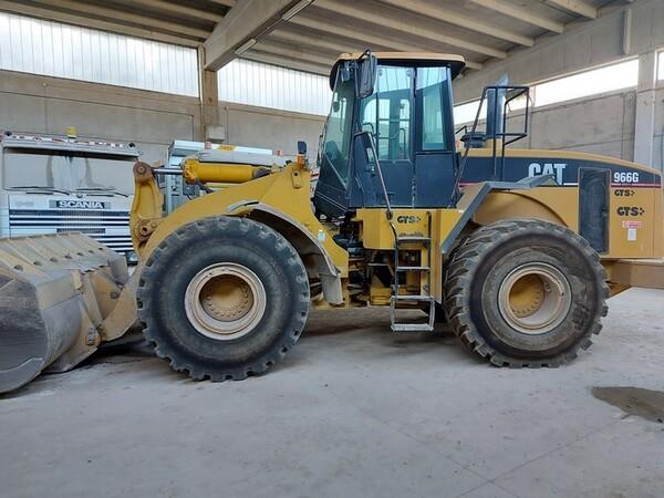 16#5665 Pala gommata Caterpillar 966G in vendita - foto 1