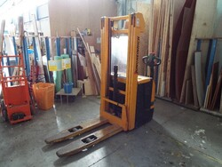 Pallet truck - Lot 3 (Auction 5672)