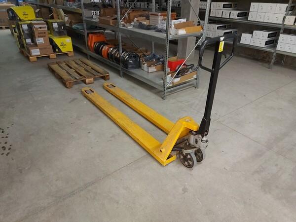 4#5673 Arredi e attrezzature per ufficio in vendita - foto 3