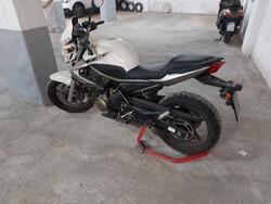 Yamaha XJ6 motorcycle - Lot 2 (Auction 5685)