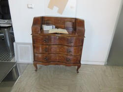 Classic wooden chest of drawers - Lot 16 (Auction 5686)