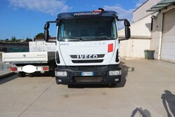 Iveco truck with crane - Lot 20 (Auction 5694)