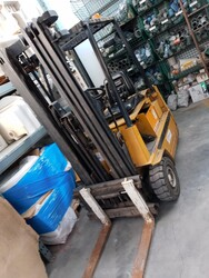 Yale forklift and containers for Metalsistem shelving - Lot 0 (Auction 5702)