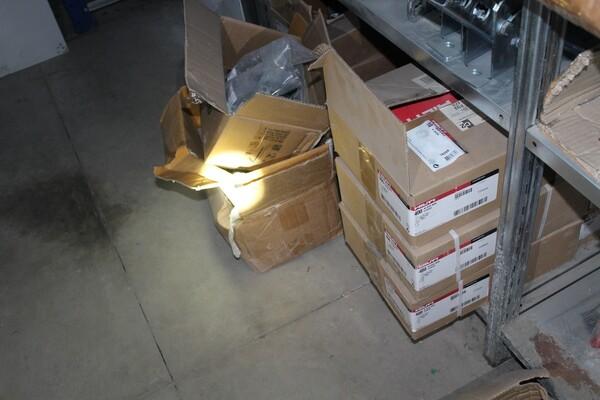 18#5709 Materiale elettrico e piccola ferramenta in vendita - foto 8