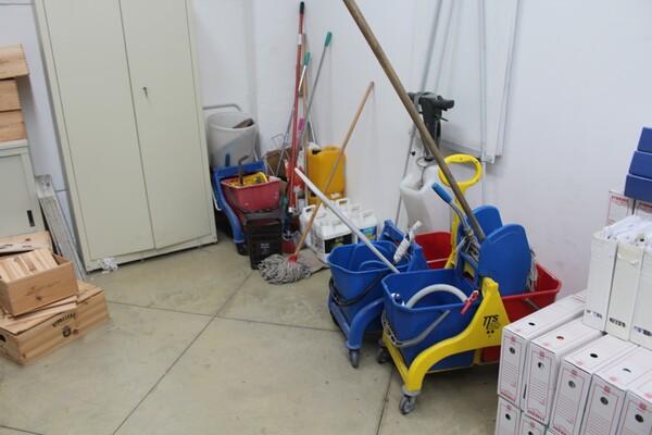 7#5709 Arredamento e attrezzatura da ufficio in vendita - foto 6