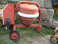 300 liter concrete mixer - Lot 5 (Auction 5713)