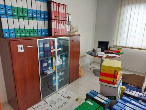 1#5719 Arredi per ufficio in vendita - foto 41