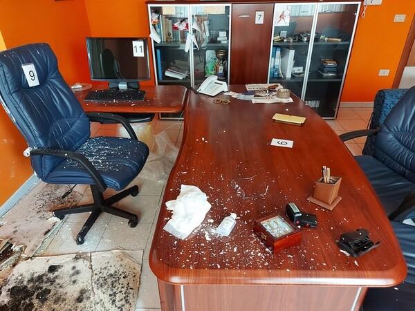1#5719 Arredi per ufficio in vendita - foto 47