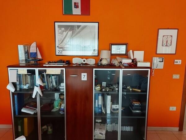 1#5719 Arredi per ufficio in vendita - foto 51