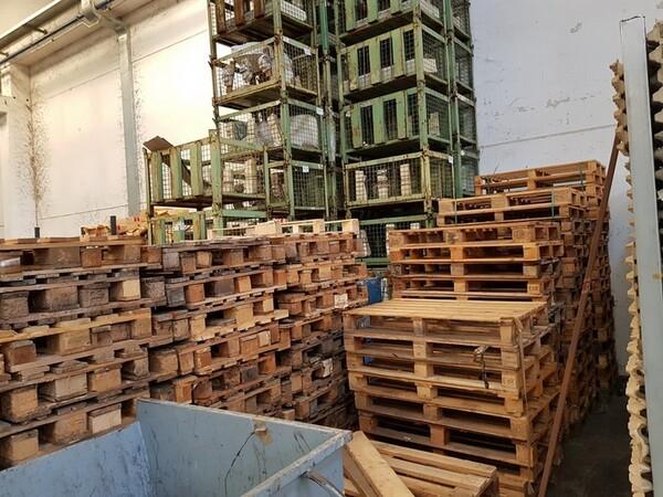 17#5720 Scaffalature e contenitori in ferro in vendita - foto 3