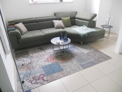 Sofa and round tables - Lot 10 (Auction 5754)
