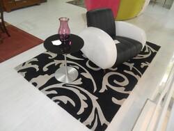 Vespa model armchair and rectangular rug - Lot 18 (Auction 5754)