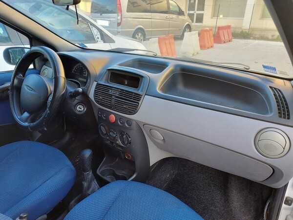 32#5809 Autocarro Fiat Punto Van in vendita - foto 10