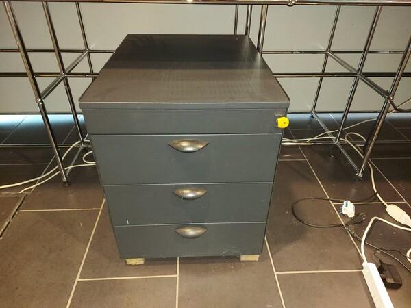 25#5813 Arredi e attrezzature da ufficio in vendita - foto 2